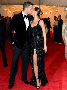 1336481431_tom-brady-gisele-budchen-article